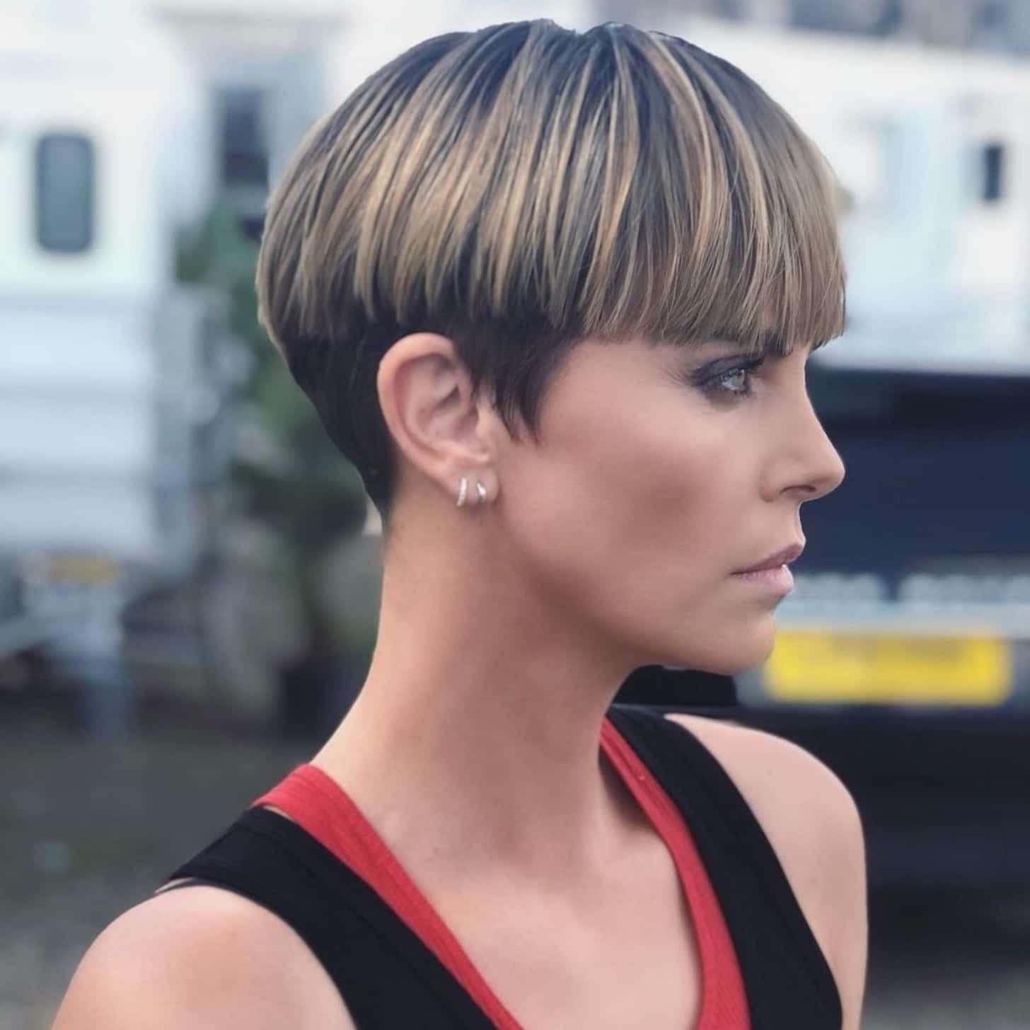 Bowl cut, el nuevo peinado de Charlize Theron