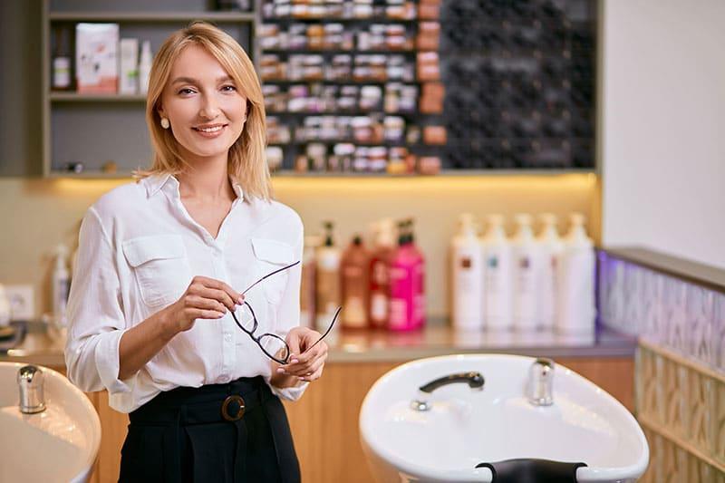 Trabajar como cosmetólogo capilar